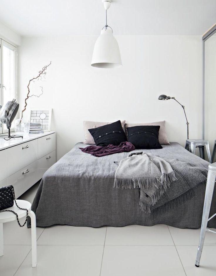 white, black and grey. bedroom. Koti ja keittiö