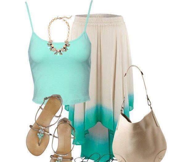 Falda beige y blusa verde agua