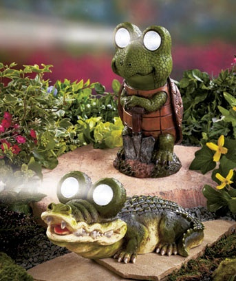 Pin by joanne harvey on garden decor pinterest for Alligator lawn decoration