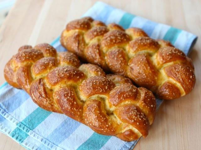 ... made pretzels. i've made challah. now it's time for pretzel challah