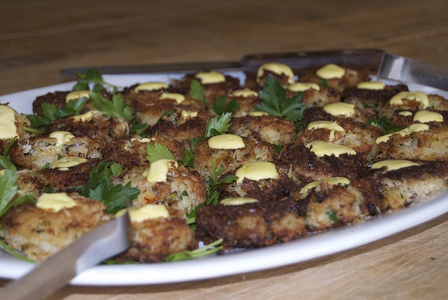 Dungeness Crab Cakes Recipe with Lemon Aioli