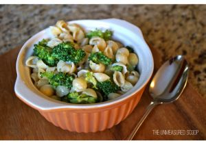 White Cheddar Broccoli Mac & Cheese | The Unmeasured Scoop