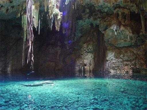 Cenote,son cavernas subterraneas,con un agua cristalina,maravillosos y magicos lugares. Yucatan y Quintana Roo,en Mexico son los estados que tienen estos cenotes,algunos tienen kilometros de largo.....