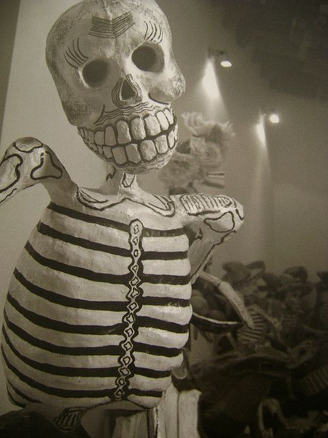 Leo Matiz- esqueleto frida kahlo...