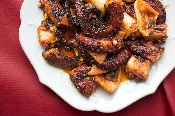 Pulpo gallego, Spanish octopus with paprika and garlic. A great party ...