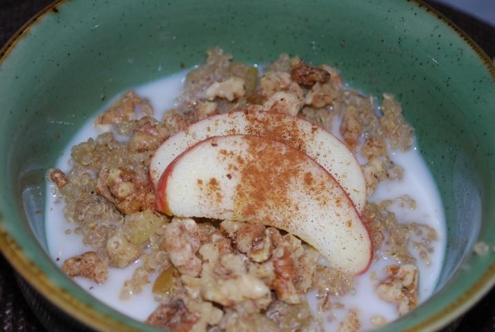 Apple Cinnamon Breakfast Quinoa | Raw / Vegan | Pinterest