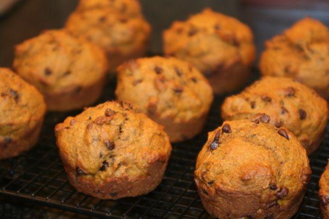 pumpkin/chocolate chip muffins. mmm, mmm, mm, mm, mmmmmm. i made them ...
