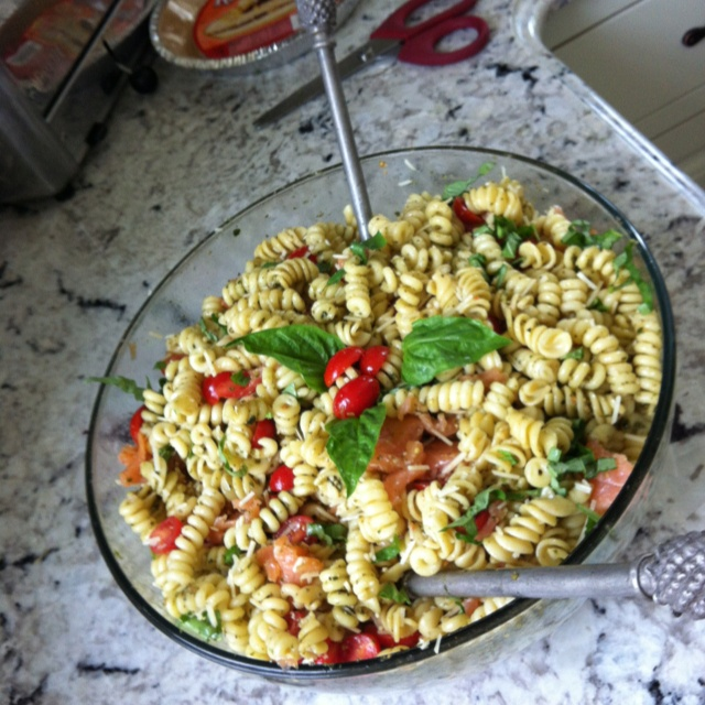 Smoked salmon caprese pasta salad for the salmon party