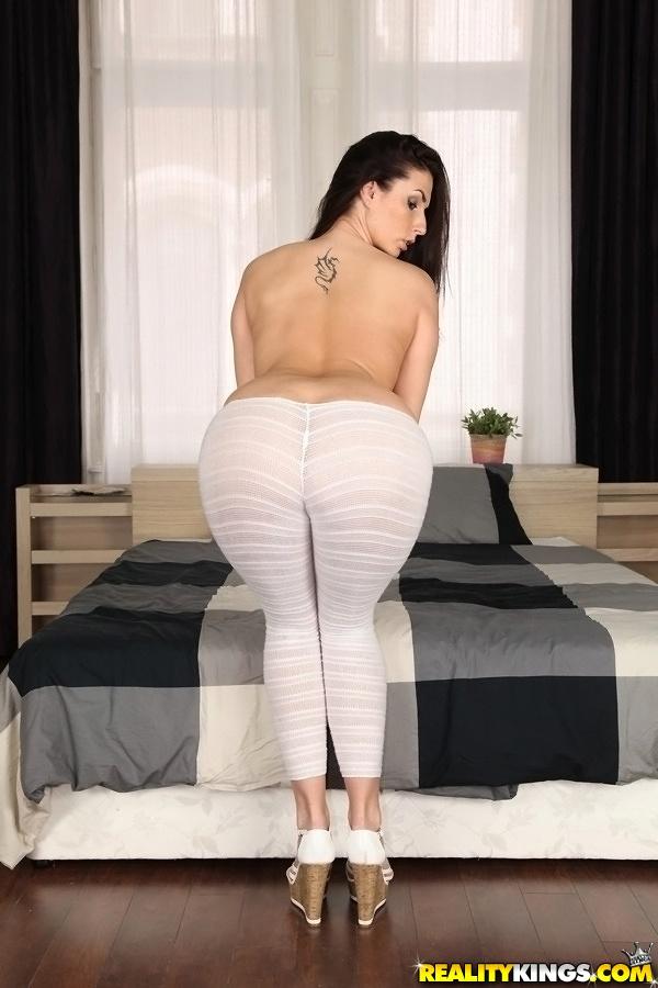 yoga pants nude