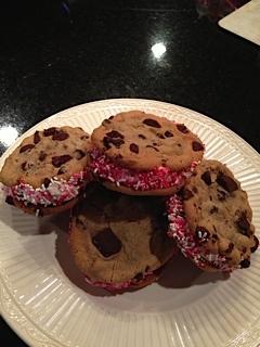 Valentine's Day Ice Cream Sandwiches | Be Mine Valentine! | Pinterest