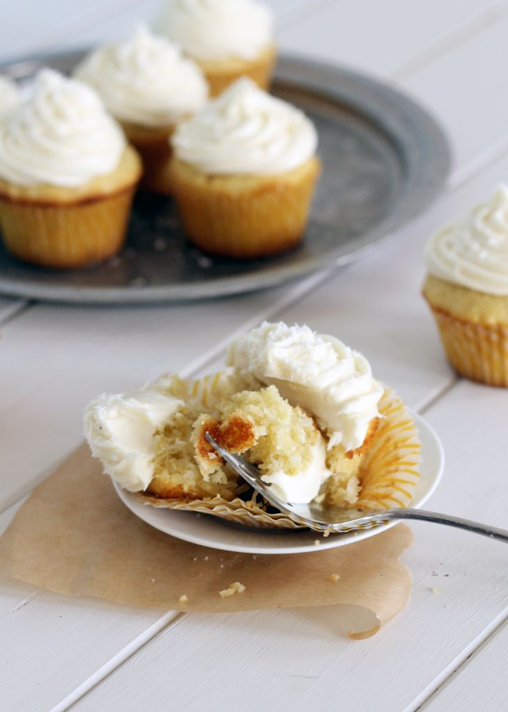Coconut Cupcakes with White Chocolate Cream Cheese Frosting (and ...