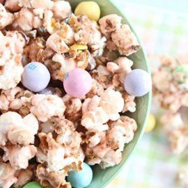 Salted Caramel Easter Popcorn | Easter | Pinterest