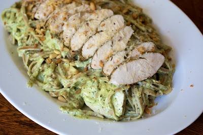 Creamy Pesto Alfredo with Chicken Made this last night, it was ...