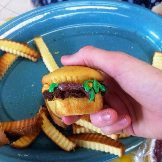 These are the cupcake burgers and fries!! Sara Lee frozen pound cake ...