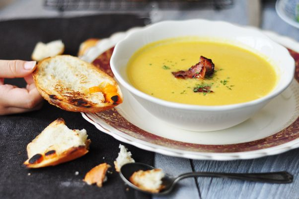 Cauliflower Cheese Soup - Jaime Oliver http://www.maameemoomoo.com ...