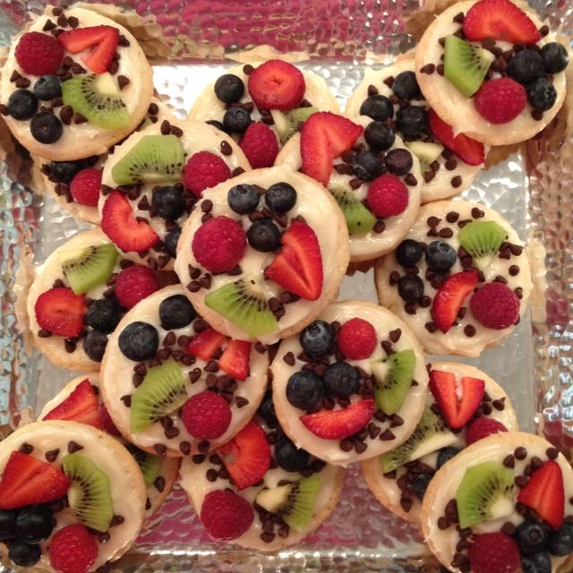 Mini fruit pizzas! | tasty treats | Pinterest