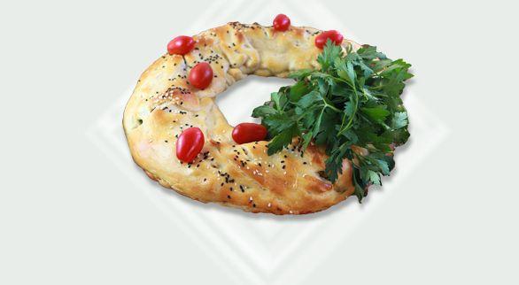 Easy Crescent Wreath Recipe with Chicken and Broccoli   Quick Dish ...