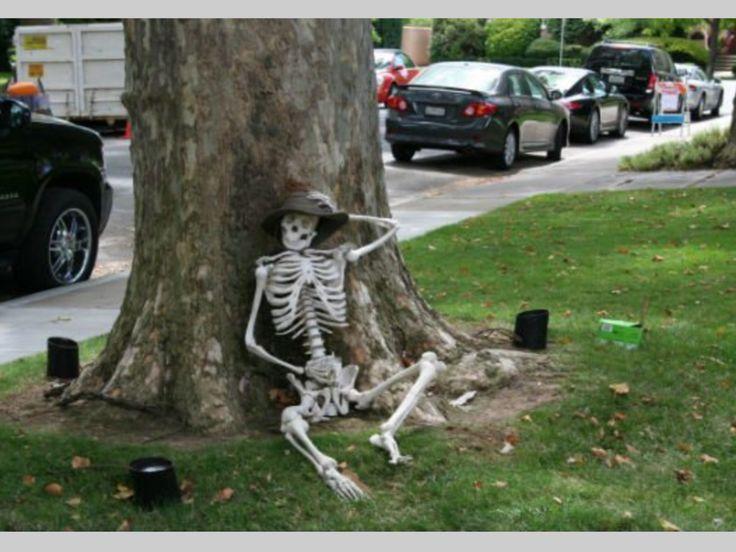 Halloween outdoor decoration diy halloween exterior for Pinterest halloween outdoor decorations