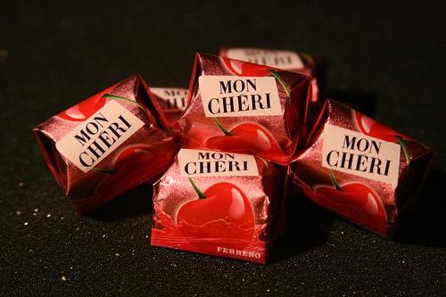 cioccolatini Mon Cheri Ferrero, buoni, buoni, buoni... con il ripieno di ciliegia e liquore