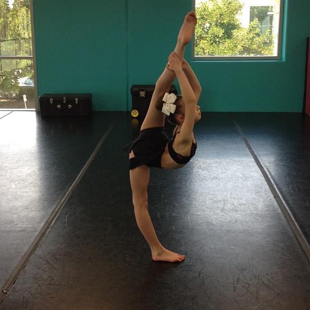 Pin Sophia-lucia-dance-dancer-flexible on Pinterest