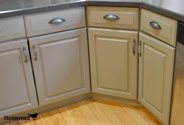 Homeroad chalk painted kitchen cabinets annie sloan for Annie sloan chalk paint kitchen cabinets