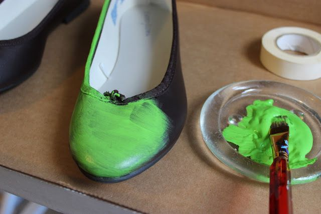 Lovely On a Budget: FAIRY COSTUME DIY - tinkerbell shoes