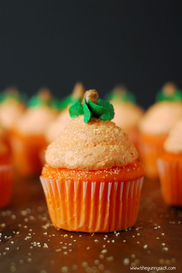 Pumpkin cupcakes for Halloween with light, fluffy buttercream frosting ...