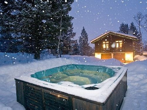 hot tubbing in the snow cute lil things. Black Bedroom Furniture Sets. Home Design Ideas