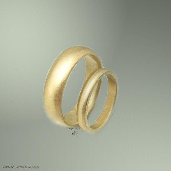 585/000 Gelbgold Trauringe / Partnerringe. Die Oberfläche ist matt ...