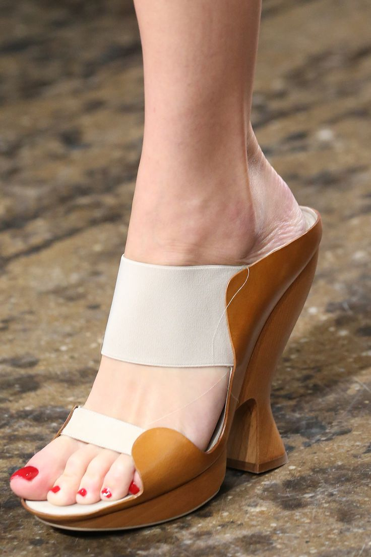 Donna Karan Spring 2015 Ready-to-Wear - Look 5 shoe - Style.com