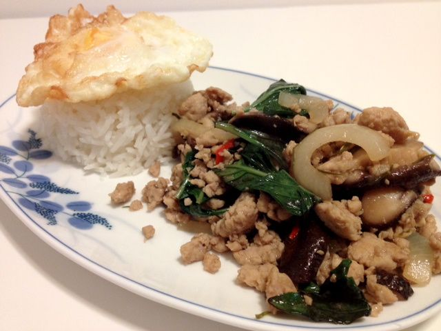 Thai Food : Pad Krapow Gai Recipe (Stir-fried Thai Basil Chicken)