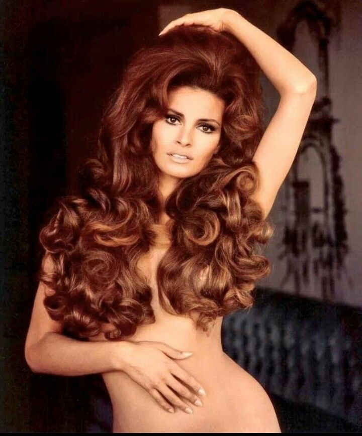 Raquel Welch with really big hair back in the 1970s | Pin