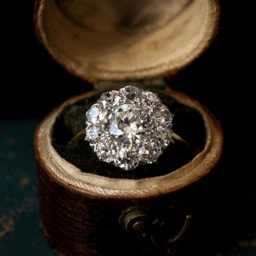 1900s Edwardian Diamond Cluster Ring. SO beautiful!