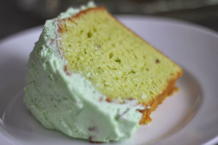 Pistachio Cake with Pudding Frosting | cooking | Pinterest
