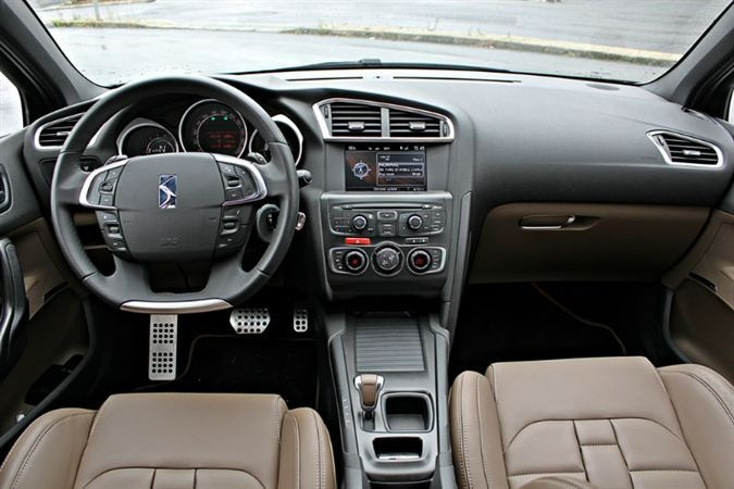 Citro n ds4 interior icons on wheels pinterest for Ds4 citroen interieur