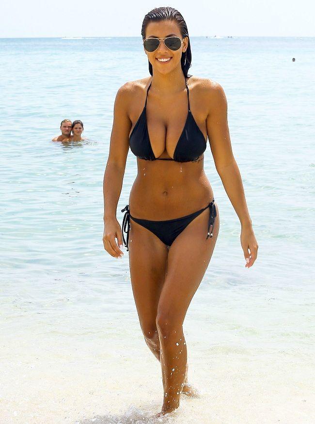 Erica cerra bikini