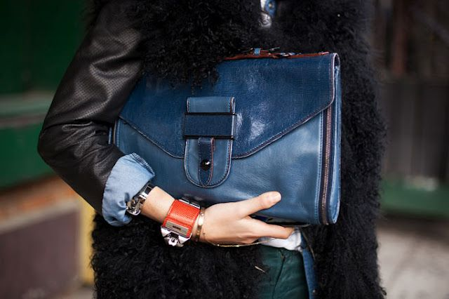 Maxi clutch bag.  (www.the-parisienne.com)
