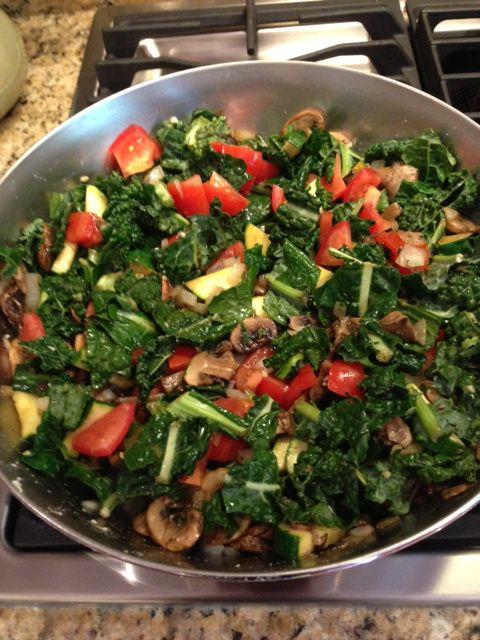 Kale, zucchini, tomato pasta | Goods in the kitchen | Pinterest
