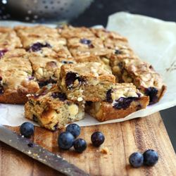 Blueberry white chocolate blondies HealthyAperture.com | Food ...