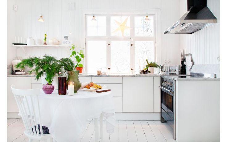 Lantligt Kok Utan overskap : kok utan overskop belysning  Ljust och luftigt! Helvitt kok utan