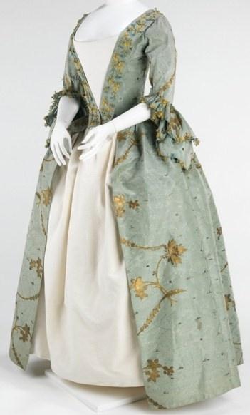 Colonial women's fashion