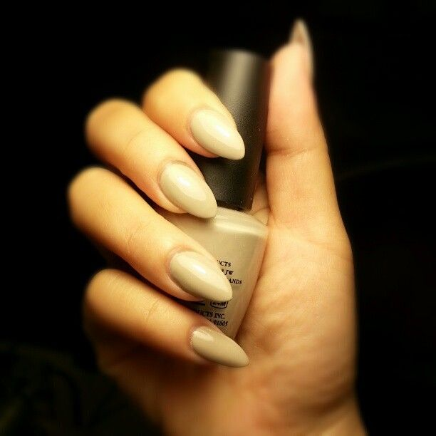 Nails Round Beautify Themselves With Sweet