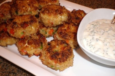 Authentic Suburban Gourmet: Crab Cakes with Lemon Aioli