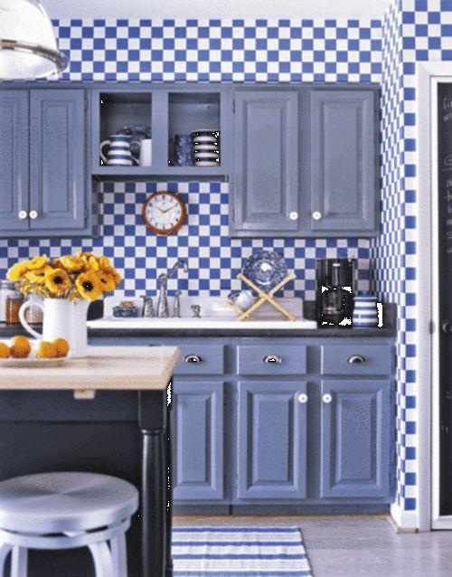 Love the blue gingham wallpaper kitchens pinterest for Blue kitchen wallpaper