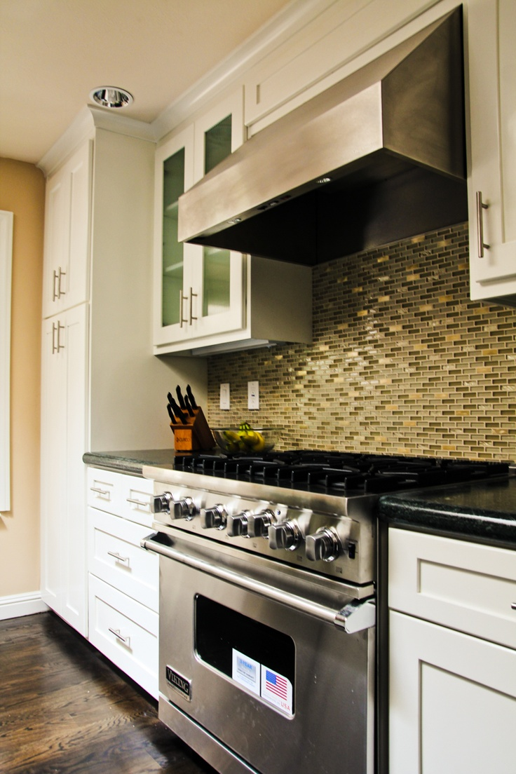 Shaker Kitchen Cabinets With Viking Appliances And Classic Cabinet