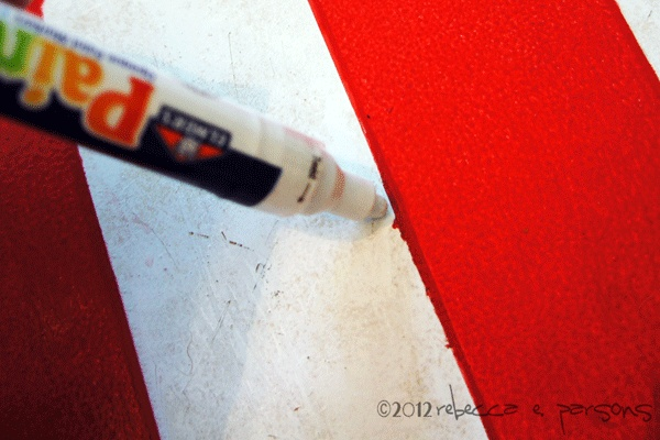 Single Painters Pens are great for touch ups on my Rustic Painted American Flag {Luxe 4 Less} Tutorial #GluenGlitter