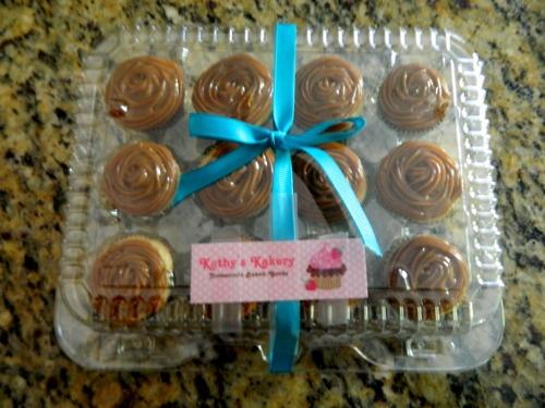rum mini cupcakes with dulce de leche http://www.kathyskakery.wix.com