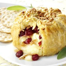 Cranberry & Toasted Almond Brie en Croûte | party food | Pinterest