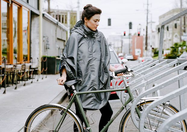 Rain cape! So cool. But I worry that I'd turn into a wind-resistant sail on my ride down Pine St. #bikes #style