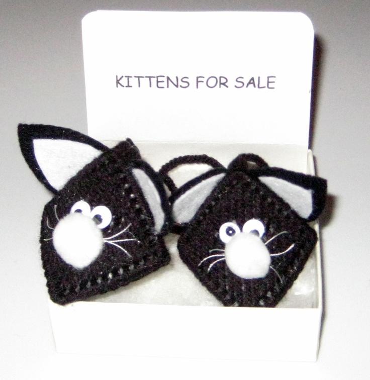 Kitten / Cat Plastic Canvas Kissing Ornament. $6.00, via Etsy.